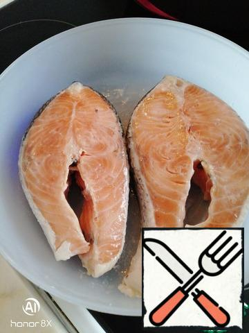 Marinate the fish (lemon juice, teaspoon without top of coarse salt or as used to) for 1-2 hours or more. Always thoroughly clean. However, this is perfectionism and surprising fans to taste the fish skin. Is it tasty?!