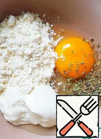 Prepare the batter: mix until smooth egg, flour, sour cream and Basil. Salt.