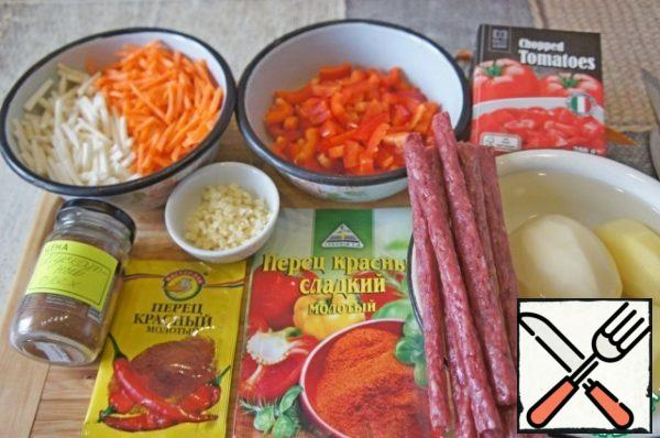 Prepare the products. Vegetables wash and clean. The onion and crush the garlic. Carrots and celery root (added from myself) chop into strips. Bulgarian pepper cut into broad noodles.