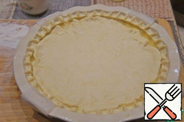 Stretch the second part of the dough with your hands and close it filling. For Golden brown grease pie with beaten egg yolk. Repeatedly chop the cake with a fork.
