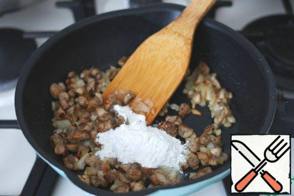 Then add 1 tablespoon of flour. Mix the mixture. Add about 1.5-2 tablespoons of water or fish broth. Add black pepper and salt to taste.
