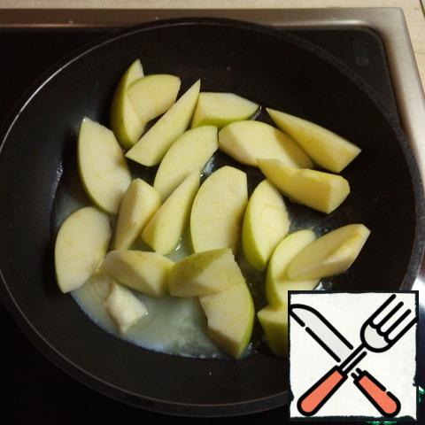 Melt the butter in a pan, add the apples and simmer for 5 minutes until soft.