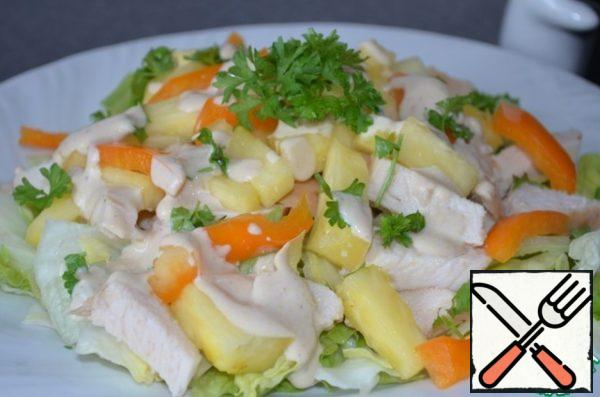 Put on a plate layers: salad, chicken, bell pepper, pineapple and top pour dressing. Garnish with fresh herbs. The salad is ready!