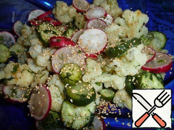 Sesame seeds lightly fry, cool and add to the salad.