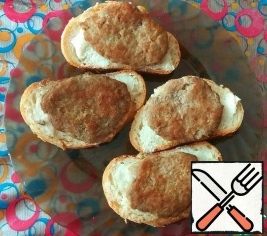 On bread posting cutlets. You can also instead of chops take the chops boiled sausage.