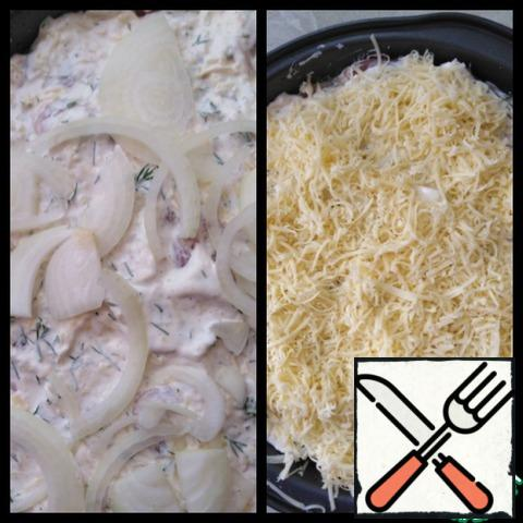 Put the second layer of onion, salt and pepper. Sprinkle the remaining grated cheese (60g) on top.