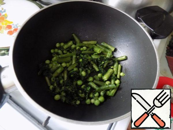 Put all the vegetables at once and fried them a little (just a little) 4-5 minutes.