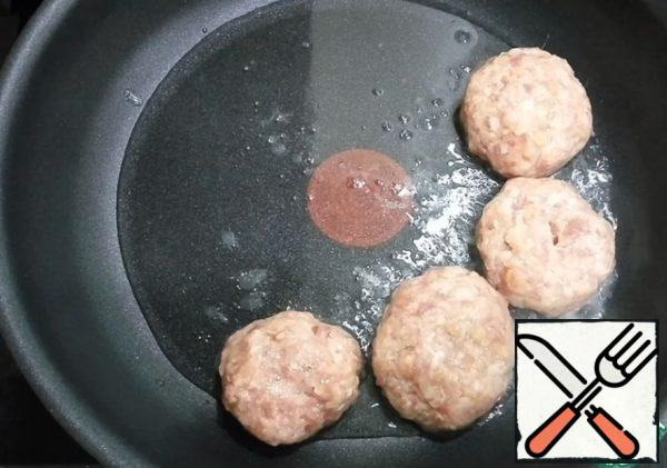 With wet hands shape the cutlets. Dip in water and send to a heated pan with vegetable oil.