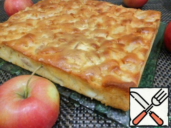When Apple pie is ready, allow to cool, and then get out of shape. Optionally, you can decorate with powdered sugar. Enjoy your tea!