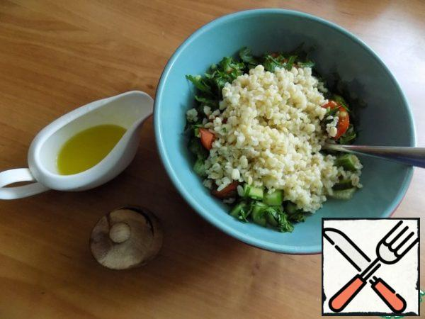 Send the bulgur to the vegetables. If the filling was not enough, you can add.