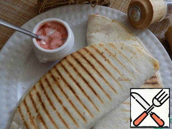 Serve hot. The tortillas I make a simple sauce moderately spicy.  Serve.