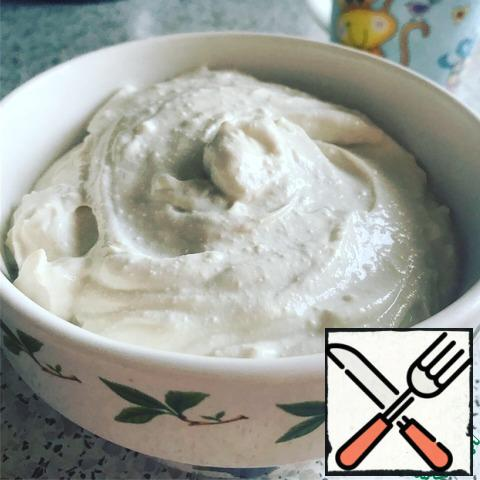 "While everything is baked, we prepare our ""cream"". 150 g of cottage cheese whipped with 5 grams of artificial sweetener and 7 teaspoons of strong coffee. Coffee may take a little more, should be the consistency of sour cream."