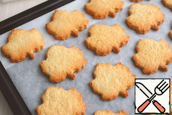 Ready cookies to cool. Sprinkle with powdered sugar.