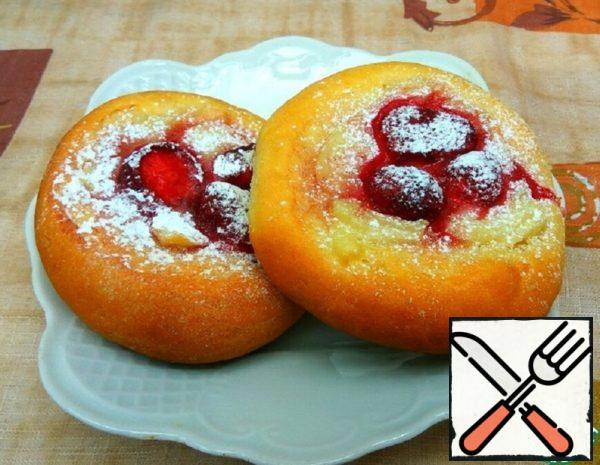 Buns with Pudding and Strawberries Recipe