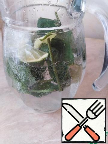 In the glass you can put ice cubes and pour lemonade.