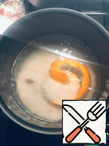 When the water is boiling - add the rice. Reduce the heat and cook for about 30 minutes until all the liquid evaporates.