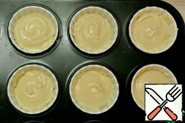 Put the dough into paper capsules 2/3.