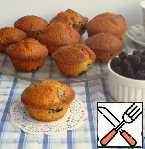 Ready-made cupcakes take out of the oven and let them cool.