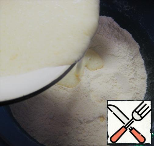 Pour the liquid ingredients to the flour mixture.