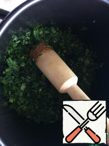 Dill and green onions finely chop and grind with salt pusher until until the juice is released.
