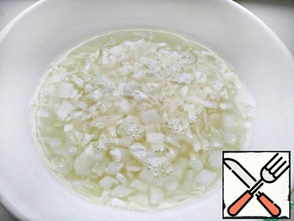 Pour boiling water over the onion to remove the bitterness, then rinse with cold running water.