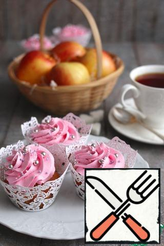 Ready-made cupcakes can be watered with icing, sprinkle with powdered sugar or decorate with any cream you like.Bon appetit!