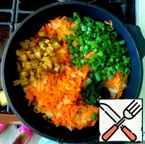Fry carrots and onions, add pickles (they will give acidity) and chopped herbs. Simmer the mixture for 1-2 minutes.