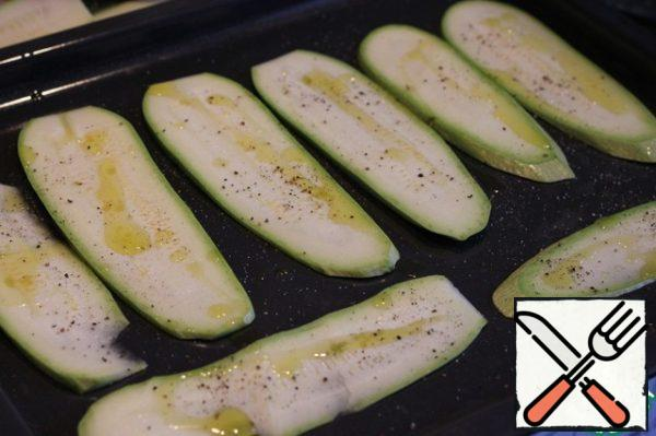 Zucchini cut into slices at least 4 mm wide, put on a baking sheet, sprinkle with olive oil, salt, pepper and bake in the oven at 220* for 20 minutes.