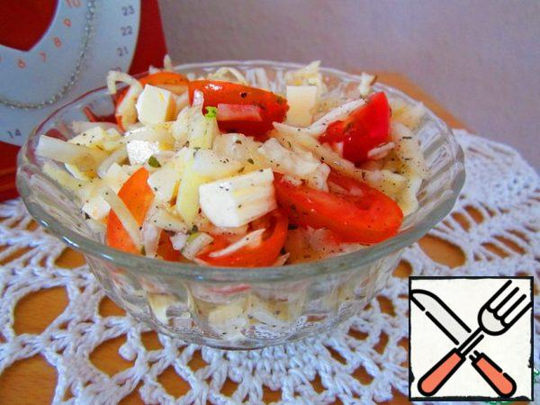 Mix cabbage, tomatoes, spices, garlic, add cheese, season with vegetable and salad is ready.For lovers of sour: with lemon juice, this salad is also very tasty. Note: If you have fresh Basil, you can add more. Leaflets 3-5 most the.