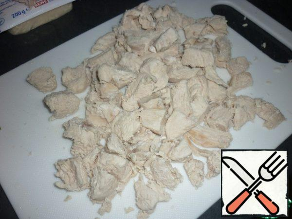 Cook the chicken, cut into small pieces and allow to cool.