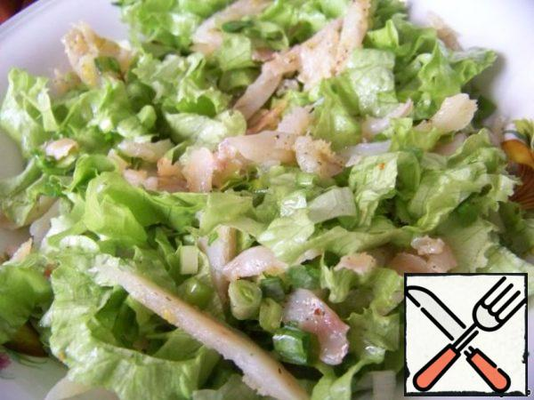 Mix the greens and ham, pour the rest of the dressing, mix again.