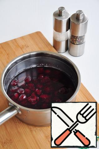 In the pan, where the duck was roasted, pour the broth, add the dry red wine, 1 tbsp soy sauce, sugar, salt, pepper. When the mixture comes to a boil, add the cherries. Pour the sauce into a saucepan (you can continue to cook in a pan) and evaporate the sauce twice (about an hour of cooking). If you need to cook the sauce faster, then you can tighten it with a small amount of starch.