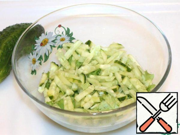 Cucumbers cut into strips, send in a salad bowl.
