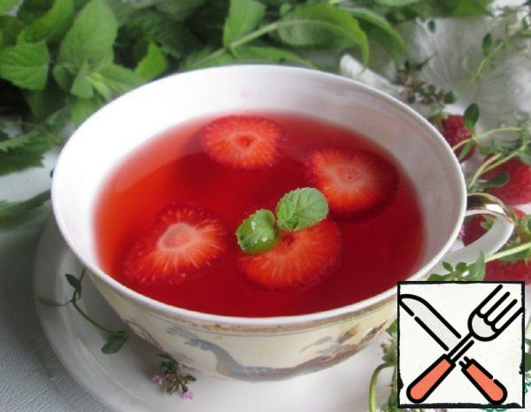 Strawberry Tea with Mint and Spices Recipe