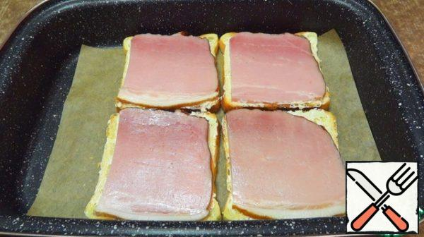 Cover with slices of ham.