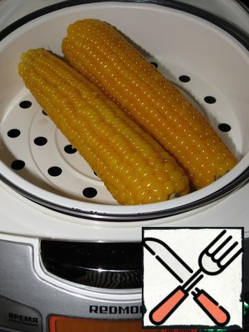 """Corn can be taken canned, and you can cook yourself, I did it on the """"steam"""" in the slow cooker, cooking time 40 minutes. Then cool and cut the grain."""