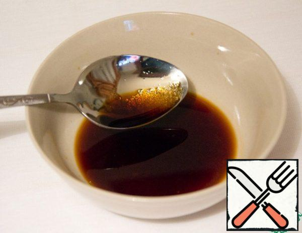 In soy sauce (6-7 tablespoons) stir the sugar, slightly heated in a microwave.