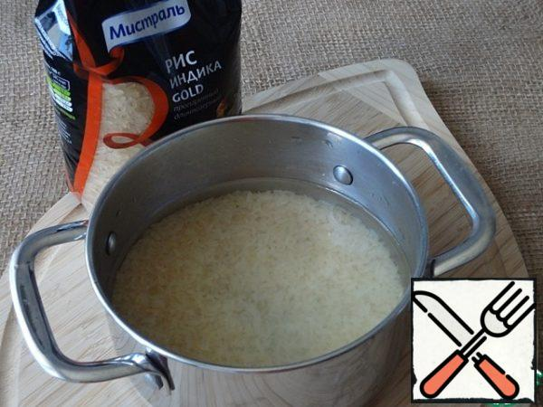Rinse the rice until it is transparent and pour cold water in a ratio of 1:2, bring to a boil, reduce the heat and close the lid tightly. Cook over low heat (I cooked for 2 of 9) for 30 minutes, during which time the rice has time to absorb all the water.