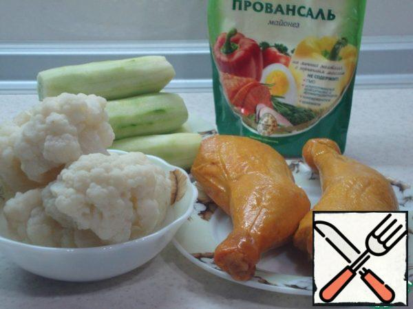 The cauliflower is disassembled into inflorescences and boiled to such a state that it crunches a little. Cucumbers clear from the skin. Peeled cucumbers give a more delicate taste. With drumsticks remove the skin.