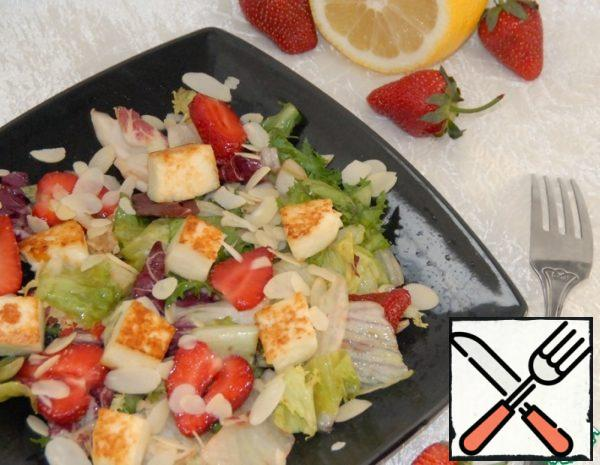 Salad with Strawberries, fried Cheese and Almonds Recipe