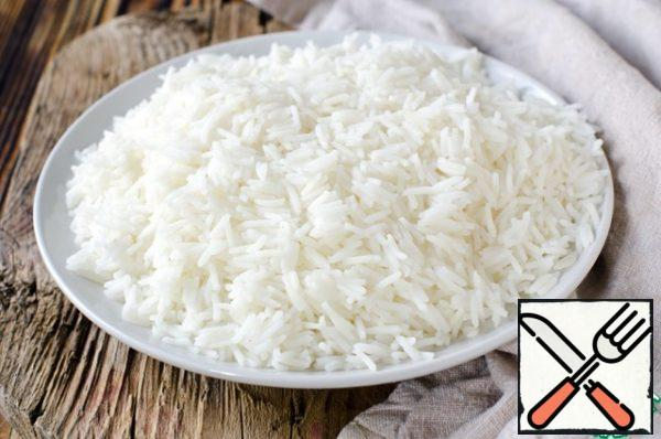 It must be boiled until ready. Then pour 1 tablespoon of soy sauce into the finished rice and set aside.