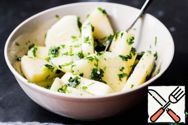 Put potatoes to greens, mix.