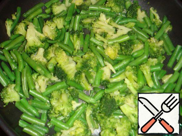 Stew vegetables for 10 minutes.