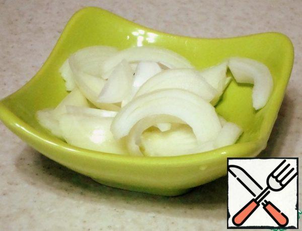 Onions cut into half rings or feathers.