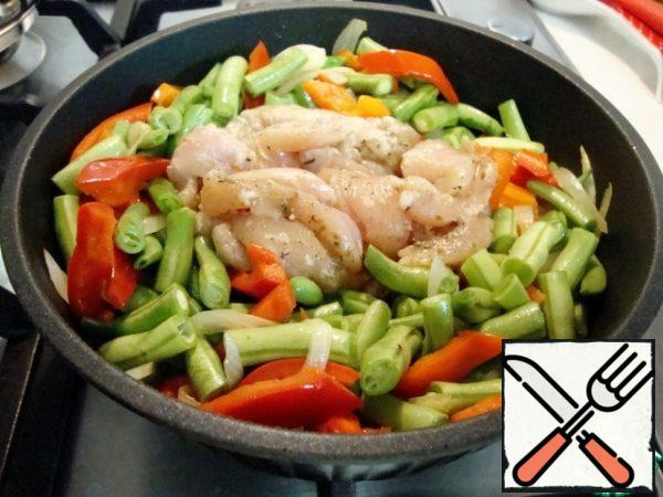 In pan with vegetables add chicken breast.