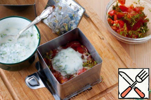 With tomatoes drain the liquid and put the second layer on top of a spoonful of filling.