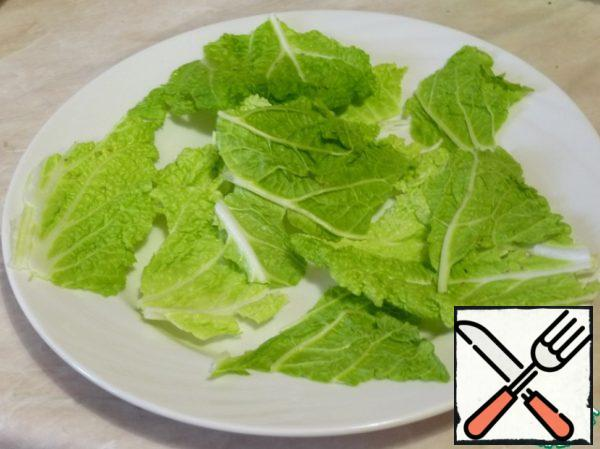 Cabbage to break it and put it on a plate.