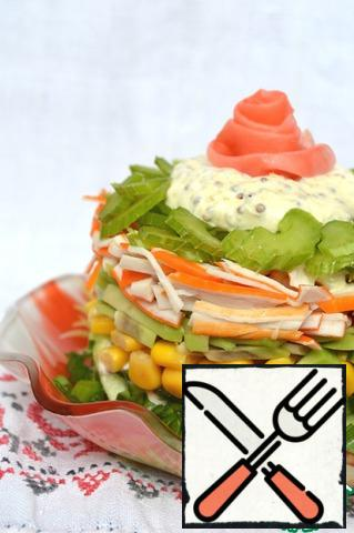 Celery cut thin plates, spread the last layer. Remove the mold, add the remaining sauce on top, decorate as desired.