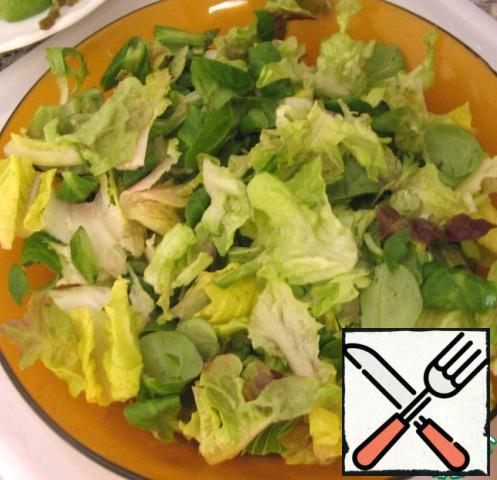 Lettuce to break it into small pieces.