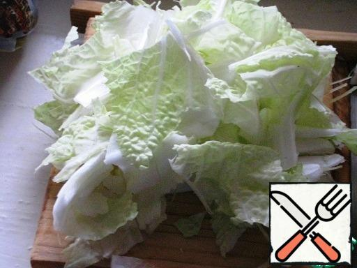 The leaves of the Chinese cabbage mash and break arbitrarily.